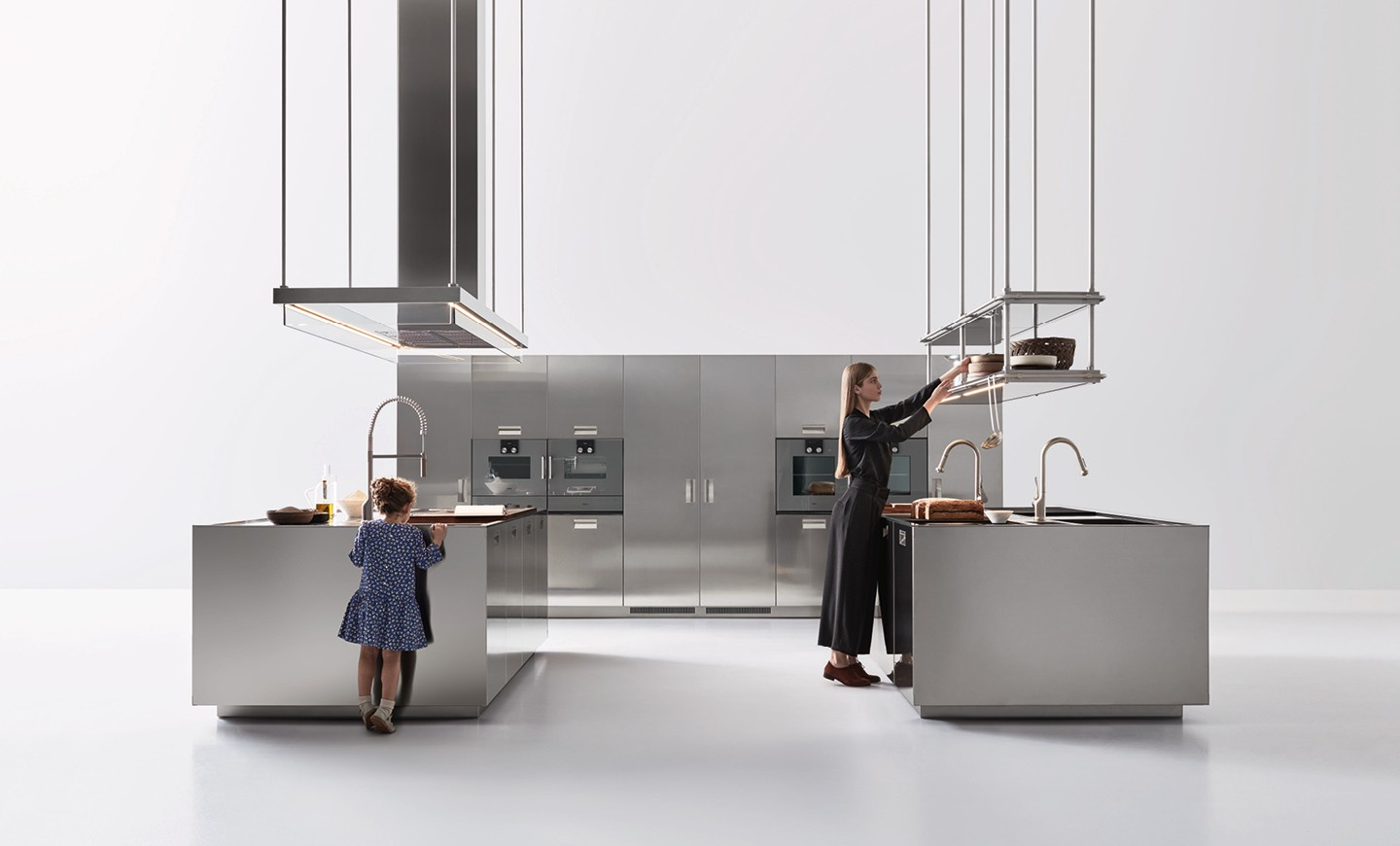 Arclinea Contact